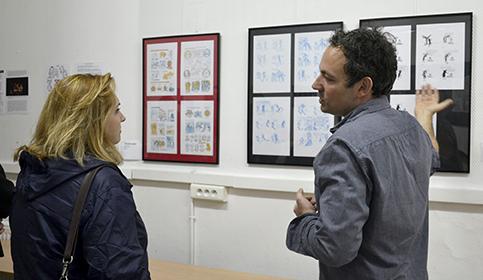 Hélène Bidard, adjointe au Maire de Paris visite l'exposition aux côtés de Mikhaël Allouche.